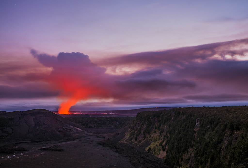 hawaii volcanoes national park Most of hawaii's volcanoes national park closed on friday due to the ongoing threat of an explosion at the summit of kīlauea volcano.