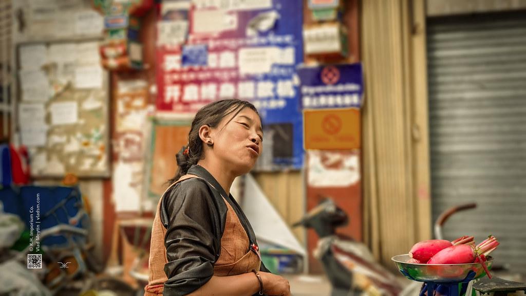 Tibet, candid shot of a woman selling her vegetables at the food market (China), 06-2016, 77 (Vlad Meytin, vladsm.com)