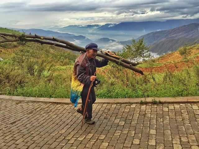 Hombre en las Tierras Rojas de Donchuan (Yunnan, China)