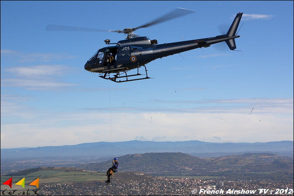 AS350 Ecureuil FM-JCO Maitre Chien Gendarmerie cynophile Groupe d'investigation cynophile Brigade Cervolix Plateau de Gergovie Auvergne Comment faire photos de Meeting Aerien 2012