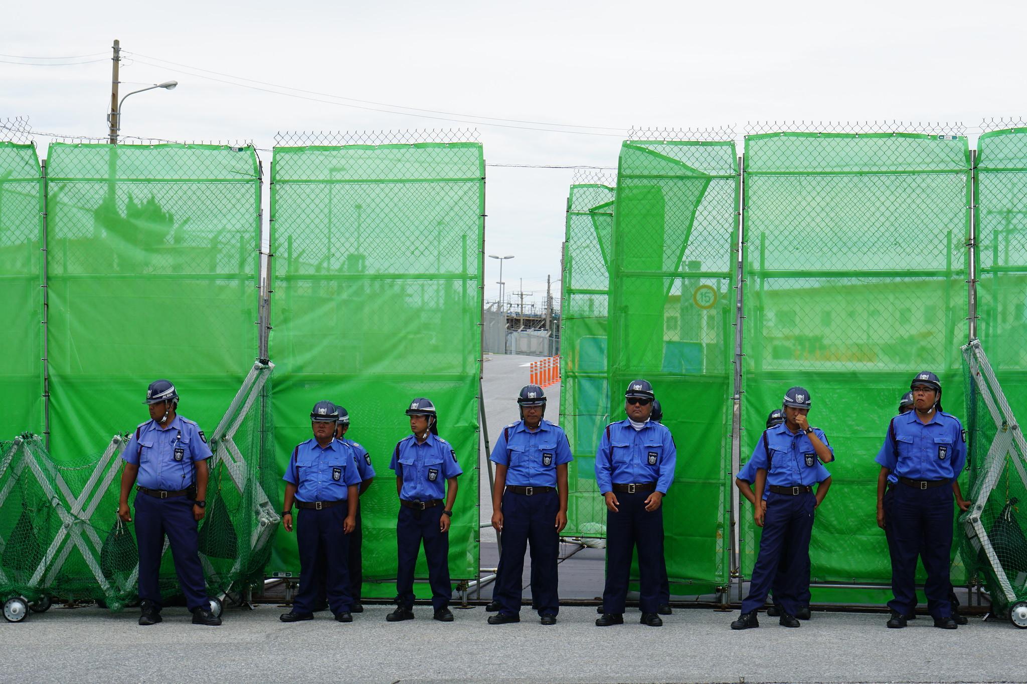 史瓦普軍營大門警衛駐守森嚴。(攝影:王顥中)
