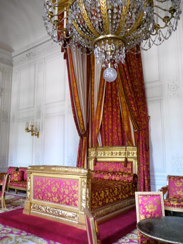 Versailles yvelines chambre de la reine des belges fill for Chambre de la reine