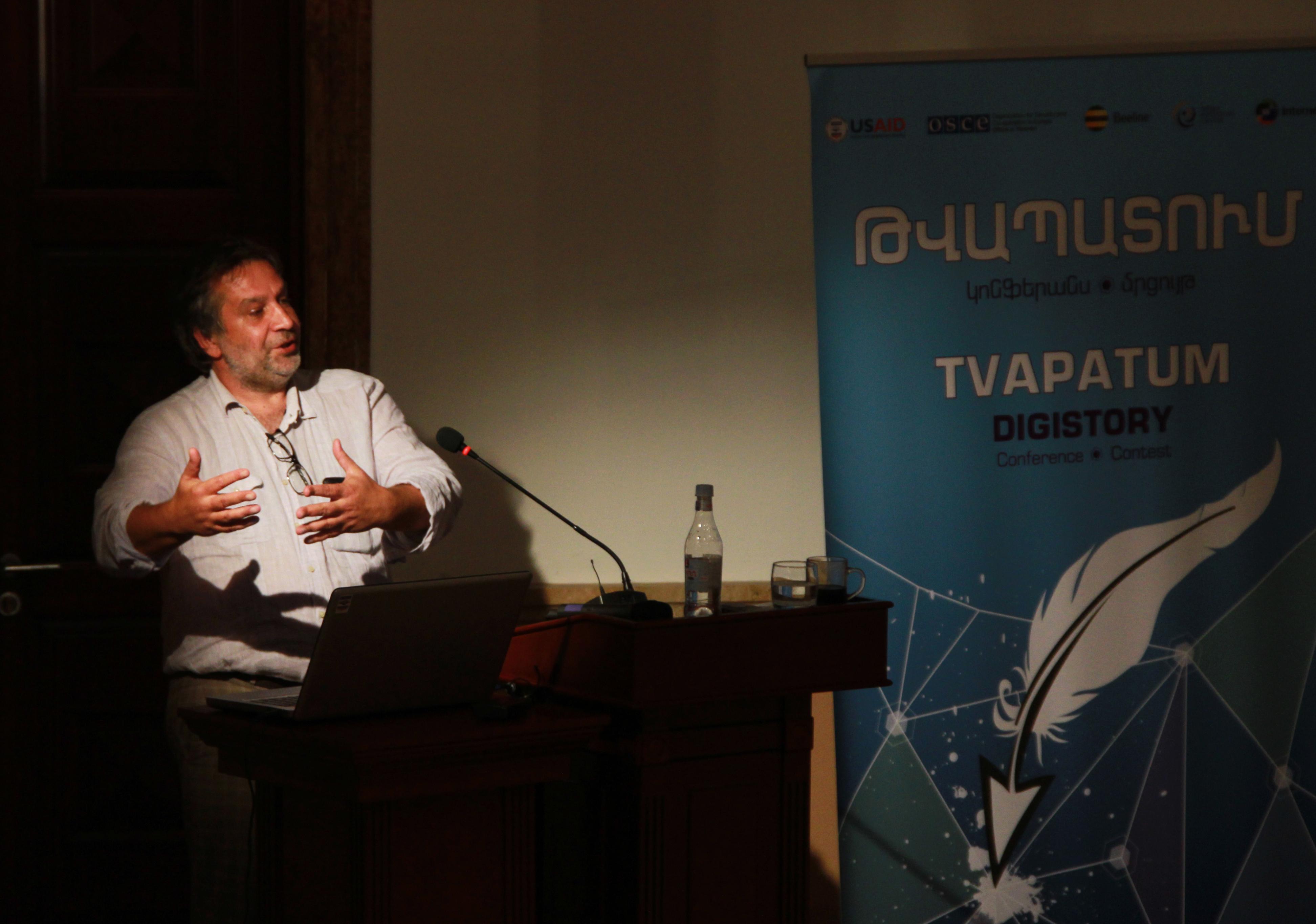 Վասիլի Գատովը՝ Թվապատման ելույթի ժամանակ <br> Լուսանկարը՝ Սոնա Քոչարյանի