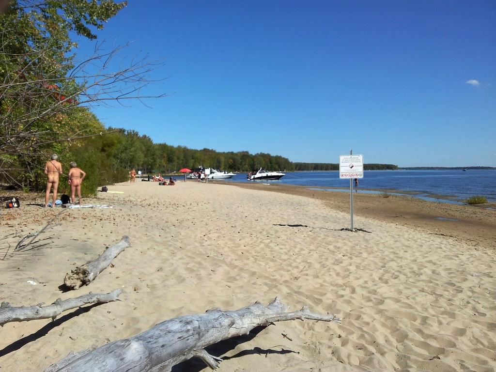 Tout Nu à La Plage Nudiste Du Parc National DOka. 2013-09