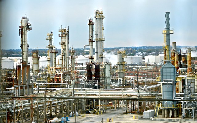 photo of an oil refinery just outside Philadelphia