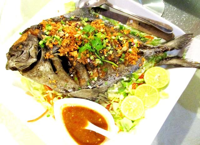 Flavours Thai Kitchen crispy fried garlic bawal hitam