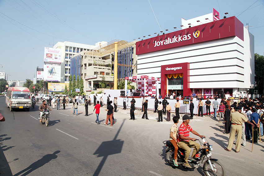 As part of pan India action, all 3 showrooms of Joyalukkas in Gujarat raided by IT