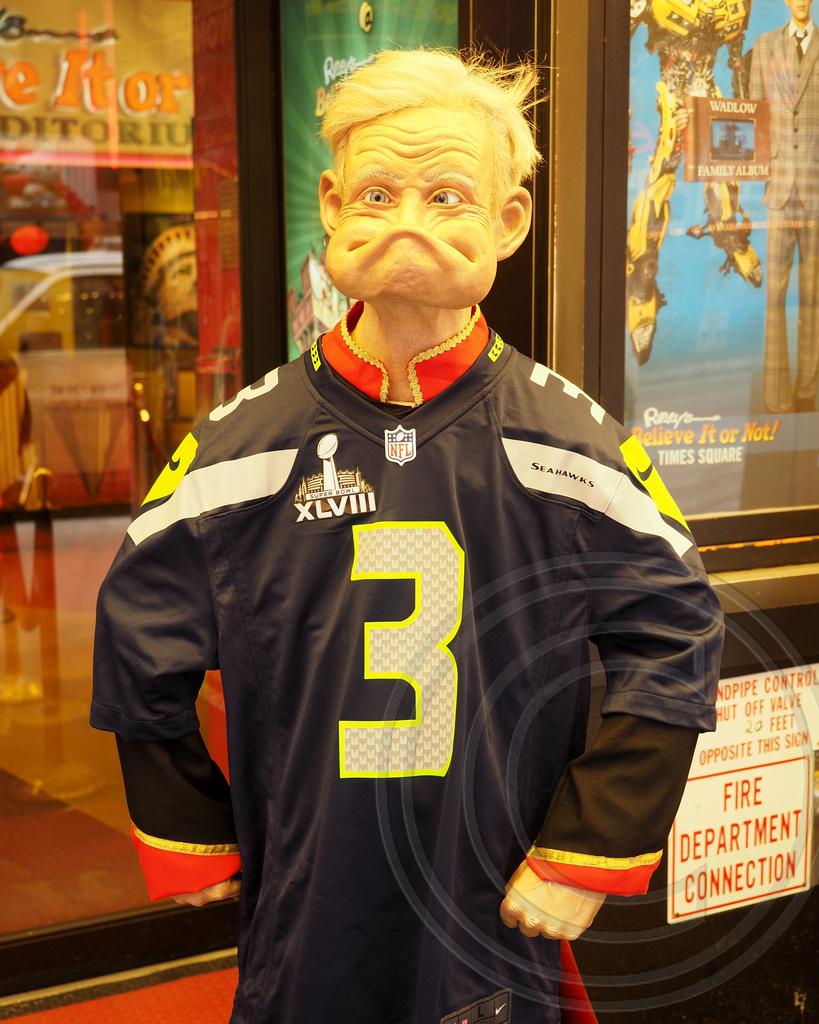 Russell Wilson Seattle Quarterback Jersey, Ripley's Believ… | Flickr