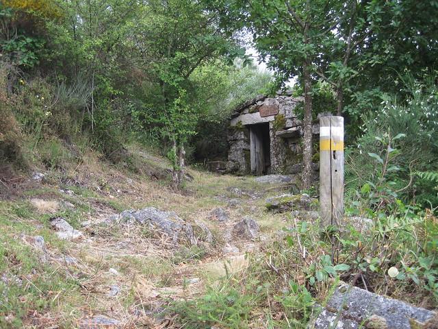 Sendero en el Sendeiro do Río Vilameá en el Xurés