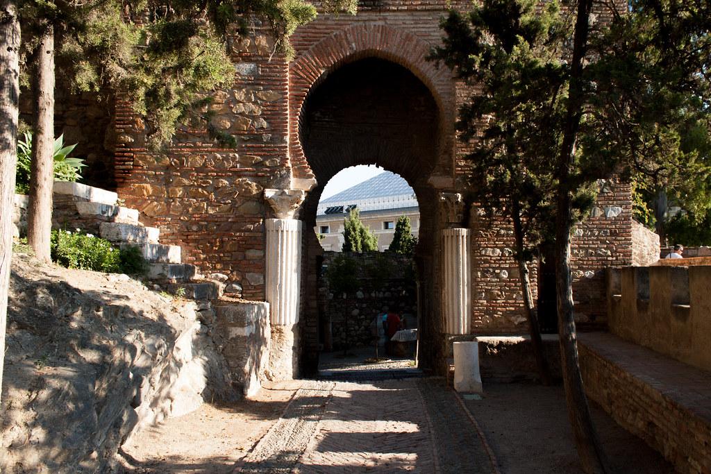 Alcazaba de m laga puerta de las columnas paolo - Puertas acorazadas malaga ...