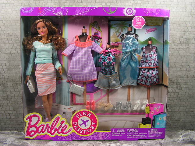 2015 Barbie Pink Passport Neysa DMR48 (2)