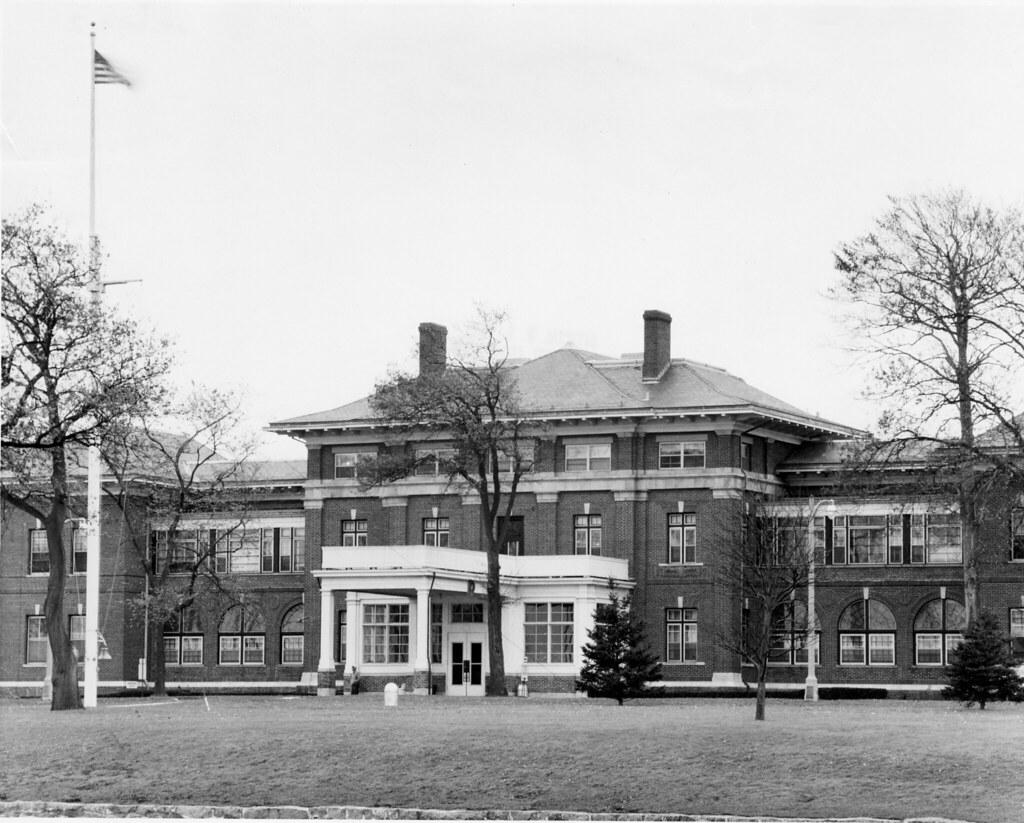 09 5039 2 U S Naval Hospital Building Scene