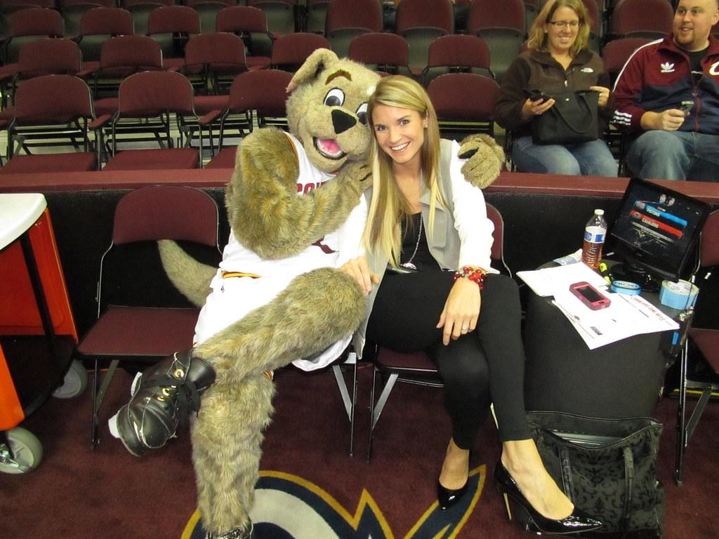 Cavs >> Allie Clifton Digs me | Moondog Mascot | Flickr