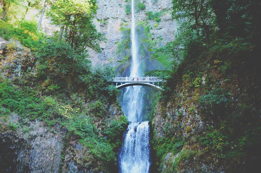Multnomah Falls, Oregon - USA | via It's Travel O'Clock