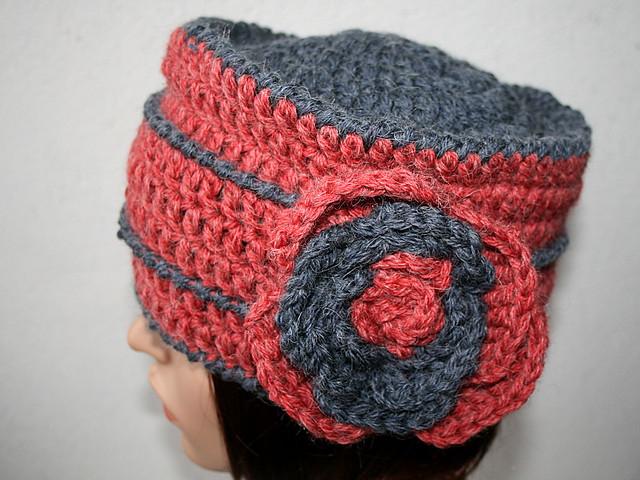 bonnet toque au crochet fleur en laine couleur rouge et flickr photo sharing. Black Bedroom Furniture Sets. Home Design Ideas