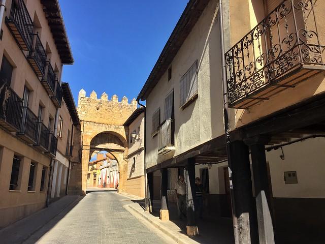 Entrada a Berlanga de Duero desde la Puerta Aguilera (Tierras de Berlanga, Soria)