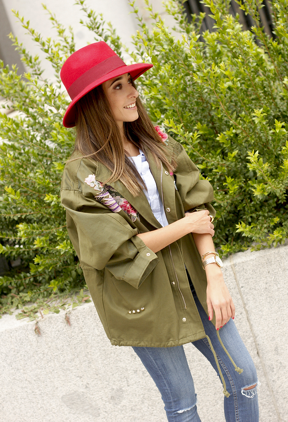 Green Parka Jeans nude heels red uterqüe hat style fashion09