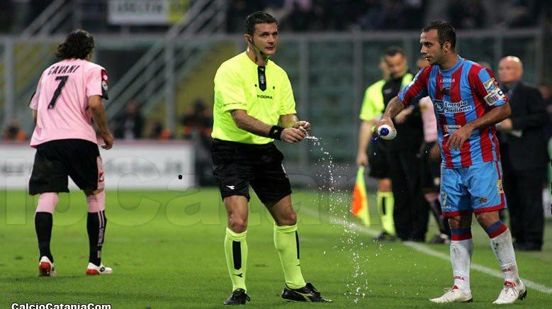 L'arbitro Romeo di Verona, protagonista di uno show 'memorabile' in quel di Crotone...