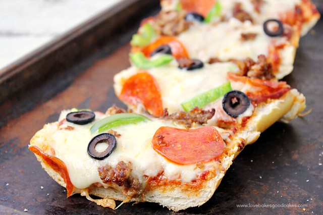 Add your favorite toppings to this French Bread Pizza for a quick, easy and fuss-free dinner idea the whole family will love! Have dinner on the table in 20 minutes!