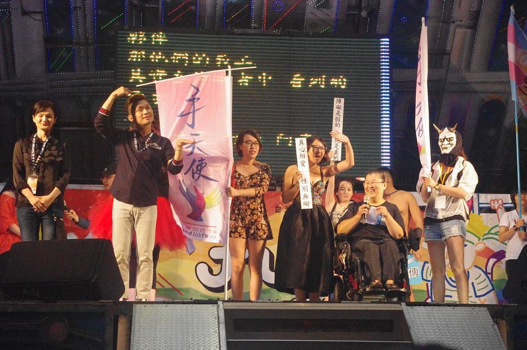 手天使等團體上台發表短講。(攝影:高若想)