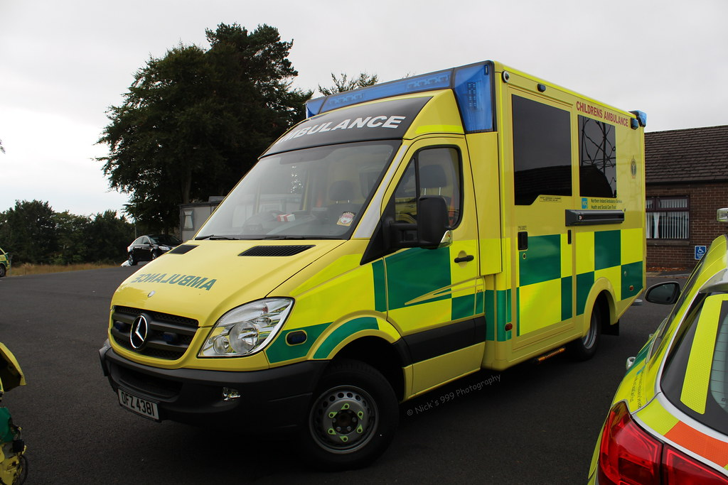 Northern ireland ambulance service ofz 4381 mercedes b for Mercedes benz emergency