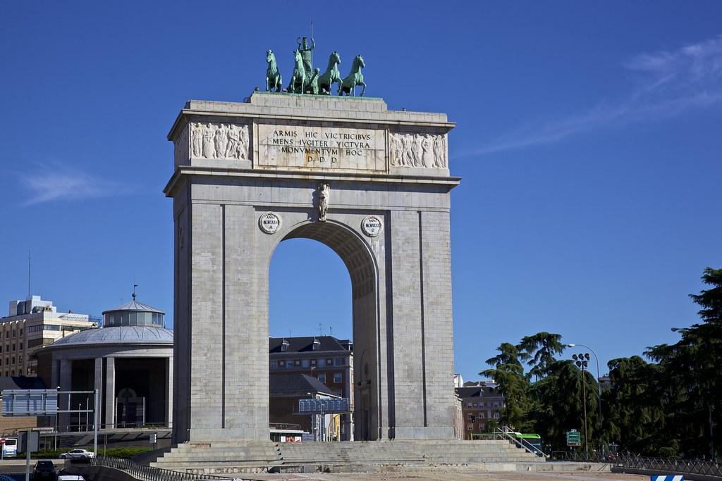 Arco de la victoria puerta de la moncloa madrid flickr for Puerta la victoria