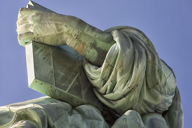 Estatua de la libertad detalle libro flickr photo for La libertad interior libro
