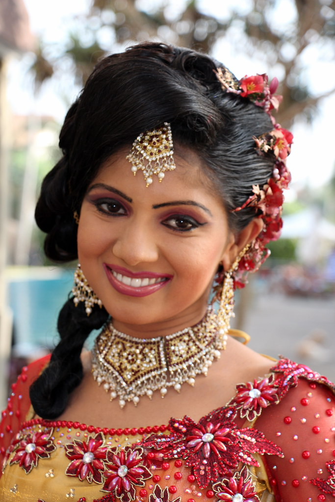 Sri Lankan Bride Traditional Clothing Is The Order Of
