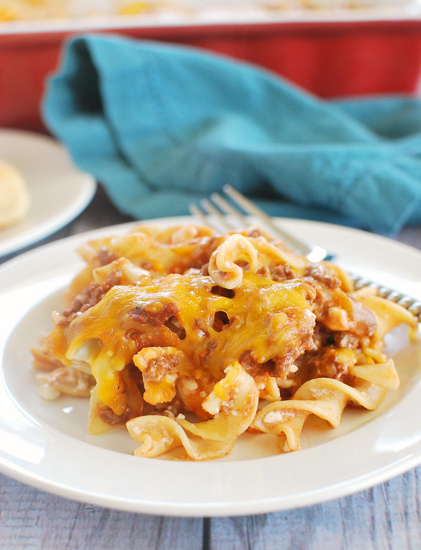 Sour Cream Noodle Bake - cheesy baked pasta with ground beef and a creamy sauce! The whole family will love this recipe!
