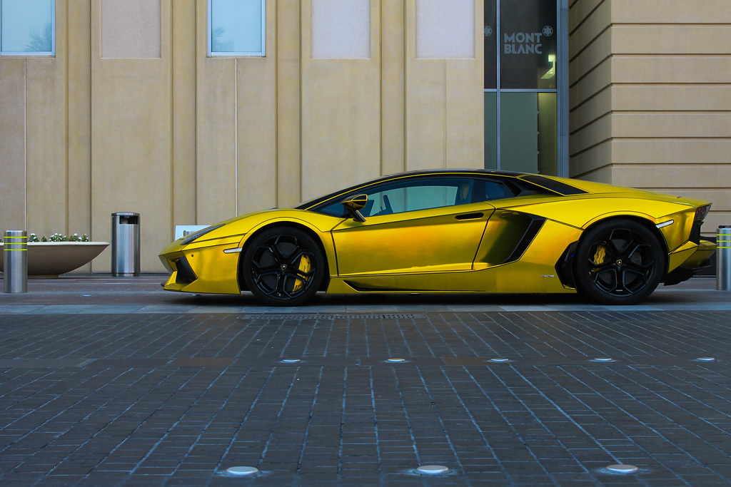 Lamborghini Aventador With Tron Lines And Gold Wrap Flickr