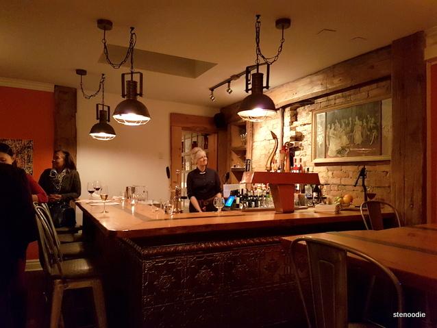 Maison Fou Brasserie bar