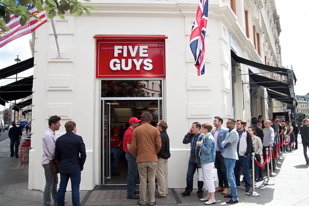 five guys Si vous mangiez chez five guys une fois par an, il vous faudrait 684 ans pour goûter toutes nos combinaisons de burgers et de garnitures la formule était on ne peut plus simple.