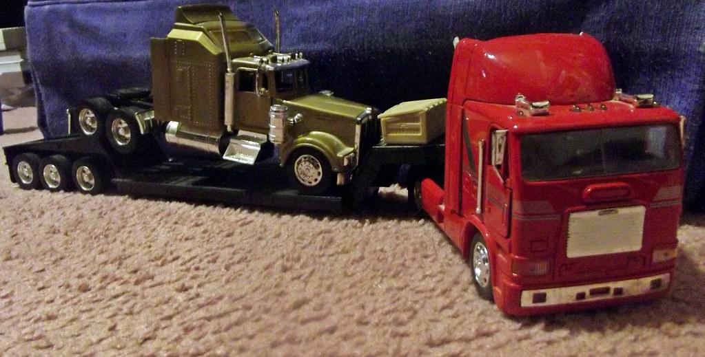 New Ray Freightliner COE and Kenworth | Eduardo | Flickr