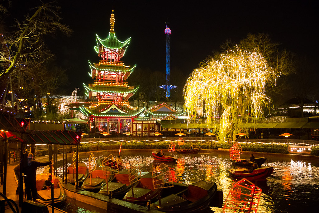 Christmas illumination at the tivoli gardens copenhagen for Camping le jardin de tivoli