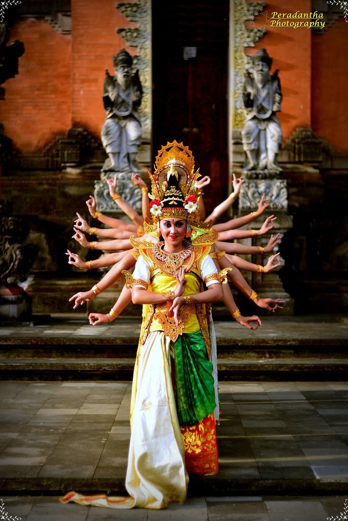 Saraswati Dance  Coreographed by : Ida Ayu Wimba Ruspawati,…  Flickr
