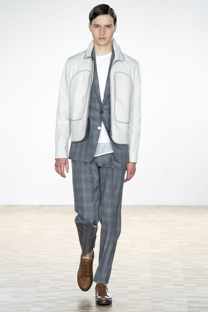 SS16 London Hardy Amies020_Ted LeSueur(VOGUE)