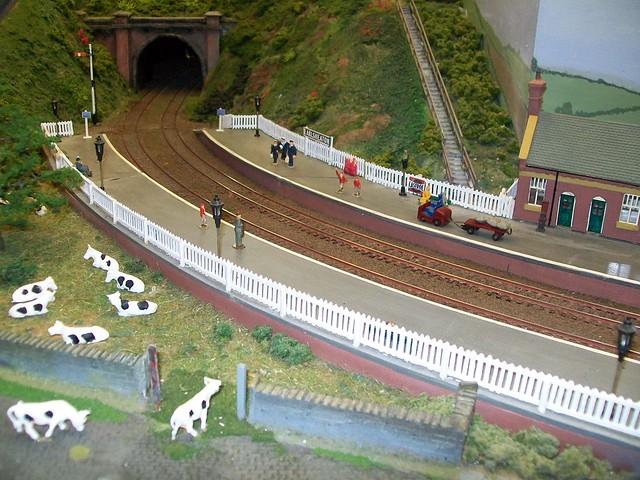 earlsheation station dewsbury oo gauge model railway lay. Black Bedroom Furniture Sets. Home Design Ideas