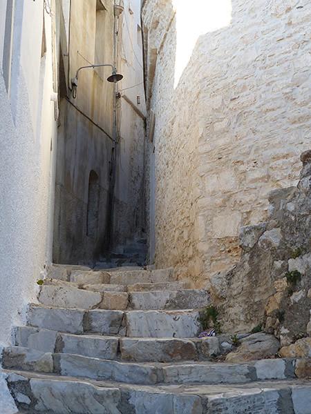escalier blanc, apiranthos