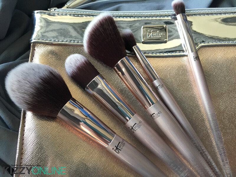 it cosmetics brushes set. it cosmetics city chic brush set with sleeve holiday gift idea it brushes