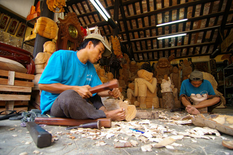 Kim Bong carpentry village needs to carve niche0