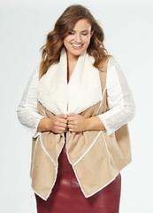 veste-sans-manches-fourree-facon-peau--beige-grande-taille-femme-vb273_1_zc1
