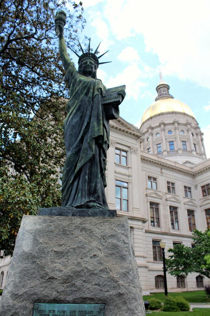 Atlanta - Downtown: Georgia Capitol Grounds - Statue of Li ...