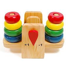 Đồ chơi bằng gỗ rất có ích cho sự phát triển toàn diện của bé.