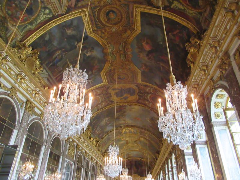 Paris Travel Guide-@akeeleywhite-Head to Toe Chic