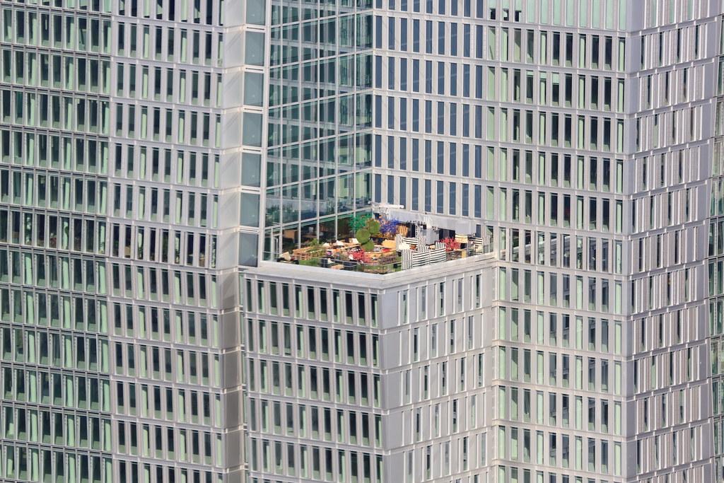 Une terrasse sur francfort allemagne une terrasse est - Difference balcon terrasse ...