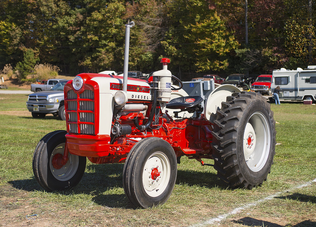 Tractor Exhaust On Diesel Tractor : Ford diesel tractor at the fall harvest days