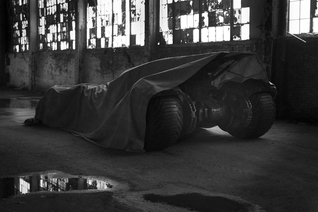 140513(2) - 2016年DC英雄電影《超人 vs. 蝙蝠俠》首張「蝙蝠車」巨幅照片今天出爐、追加正反派情報!【14日更新】