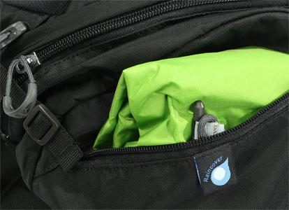 Μη φοβάστε τη βροχή το σακίδιο διαθέτει δικό του αδιάβροχο κάλυμμα εύκολης προσαρμογής, για να κρατήσει την υγρασία μακριά από το εσωτερικό του