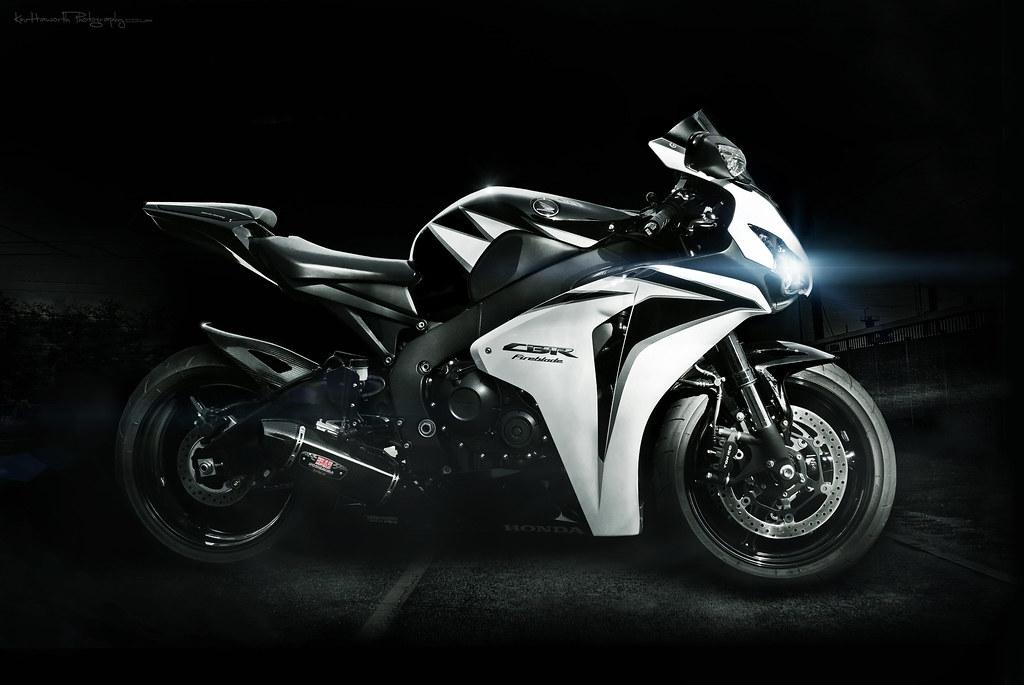 Black Yamaha Super Tenere