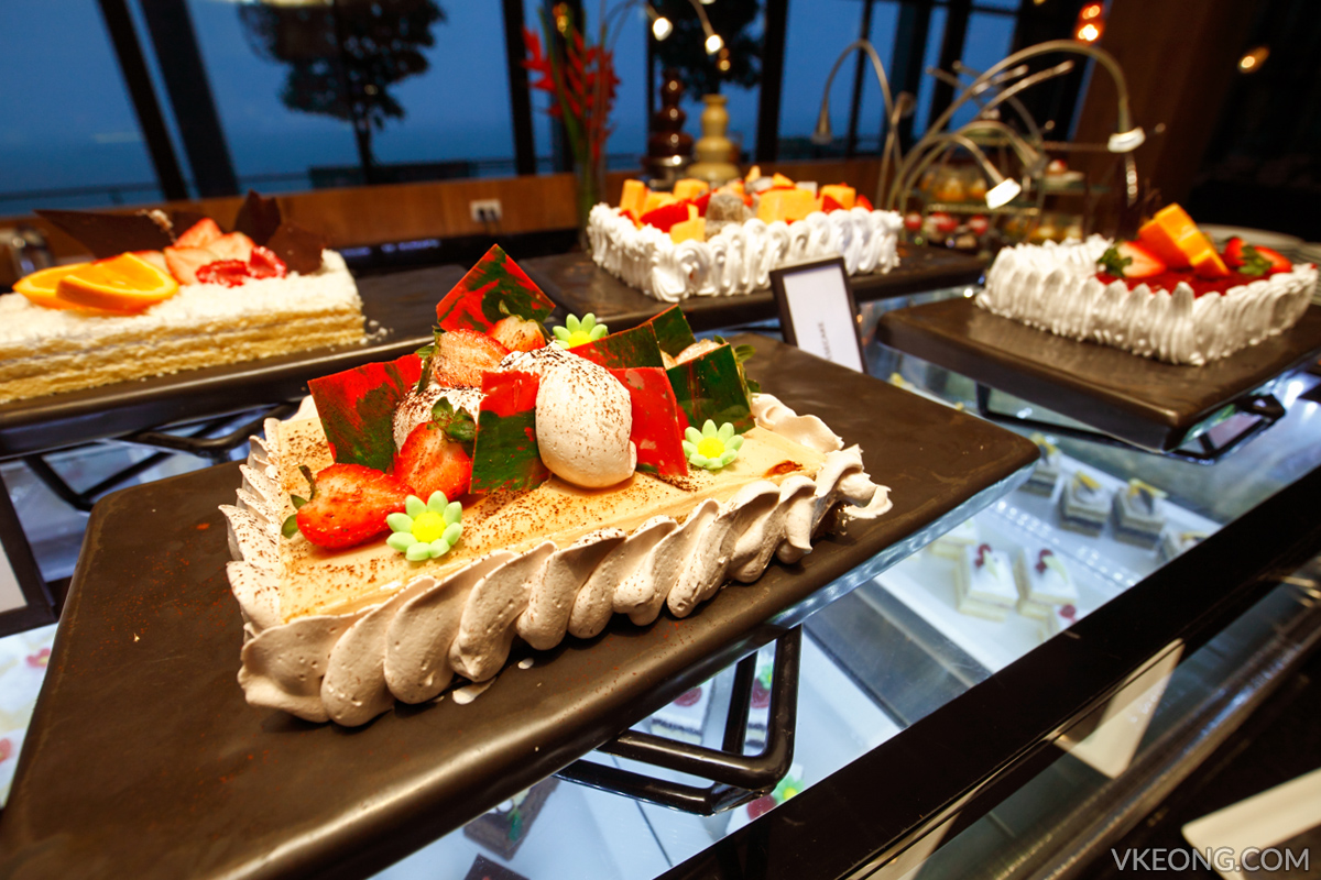 Edge Hilton Pattaya Buffet Cakes